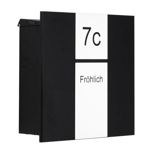 RAL 9005 schwarz glänzend, mit weißer Applikation